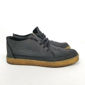 Nike Gum Bottoms Size 9